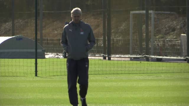 arsene wenger to leave arsenal at end of season lib / 632017 colney ext arsene wenger towards on pitch at training session end lib - アーセン・ベンゲル点の映像素材/bロール