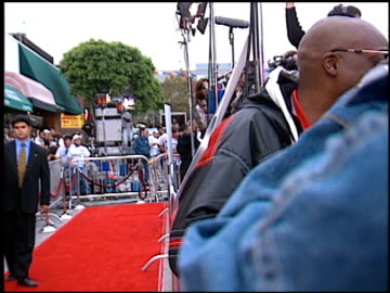 arsenio hall at the 'independence day' premiere on june 25, 1996. - arsenio hall stock videos & royalty-free footage