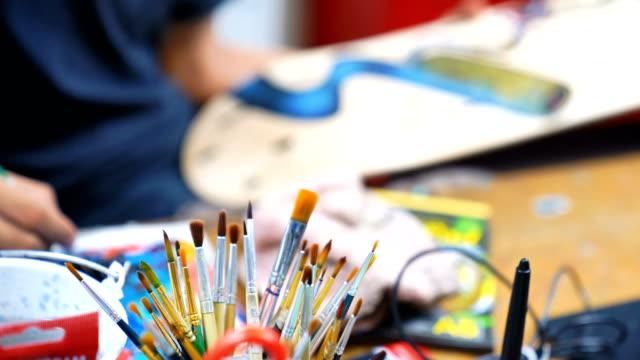 vídeos de stock, filmes e b-roll de art and craft tools. artist's brushes - manchado
