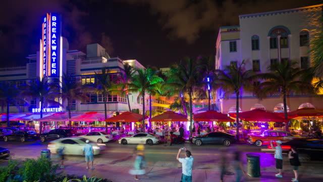 art deco district, ocean drive, south beach, miami beach, miami, florida, usa - time lapse - マイアミビーチ点の映像素材/bロール