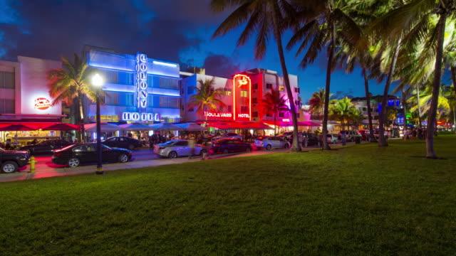 art deco district, ocean drive, south beach, miami beach, miami, florida, usa - time lapse - オーシャンドライブ点の映像素材/bロール
