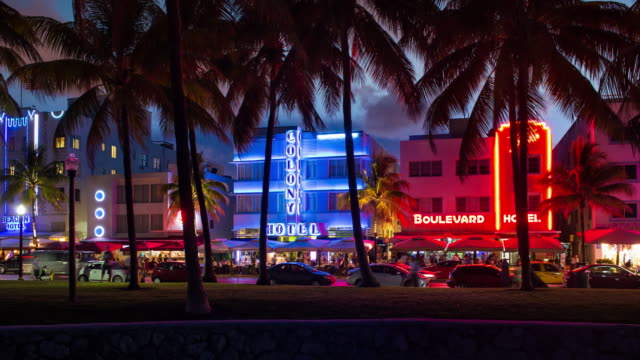 art deco district, ocean drive, south beach, miami beach, miami, florida, usa - time lapse - アールデコ地区点の映像素材/bロール