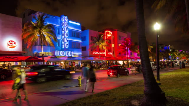 vídeos de stock e filmes b-roll de art deco district, ocean drive, south beach, miami beach, miami, florida, usa - time lapse - vida noturna