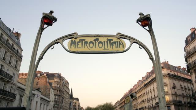 vidéos et rushes de art deco metropolitain (subway) sign, paris, france, europe - station de métro