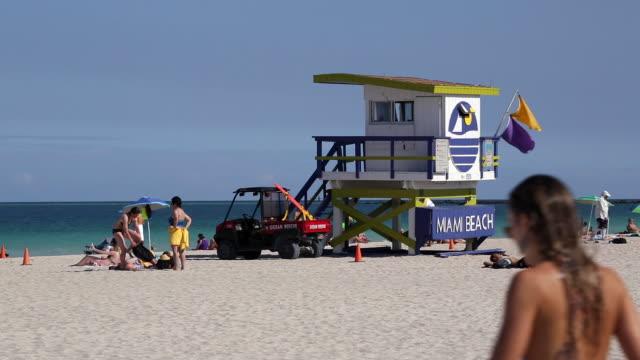 art deco style lifeguard hut on south beach, ocean drive, miami beach, miami, florida, usa - miami beach stock videos & royalty-free footage