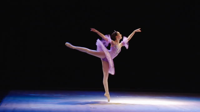 stockvideo's en b-roll-footage met art of ballet - balletdanser