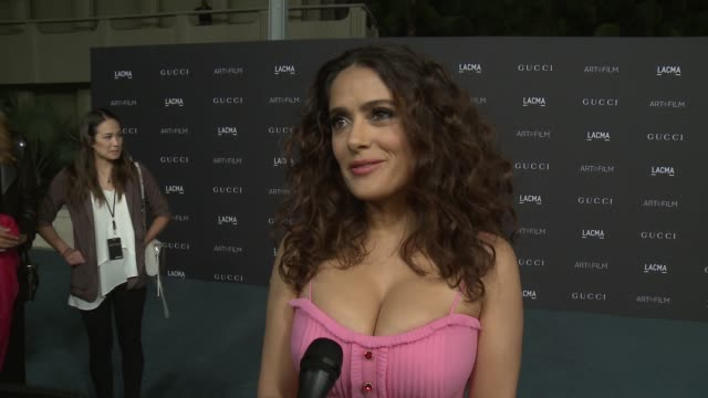 vídeos de stock, filmes e b-roll de artfilm gala honoring alejandro g iñárritu and james turrell presented by gucci in los angeles ca - salma hayek