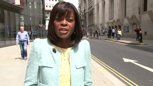 arthur simpson-kent pleads guilty to murder of eastenders actress sian blake and children; england: london: the old bailey: ext reporter to camera - イーストエンダーズ点の映像素材/bロール