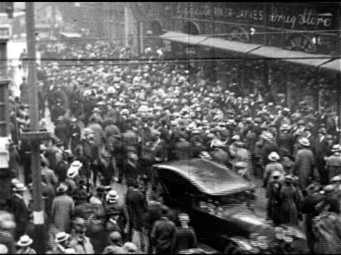 vídeos de stock e filmes b-roll de article 'boston mob loots' ha ws crowd of people in scollay square street ms policemen walking out of building in single file volunteer policemen... - 1919