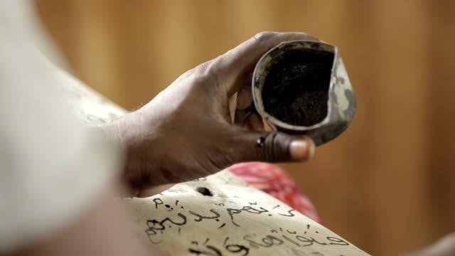artikel - - schwarz ethnischer begriff stock-videos und b-roll-filmmaterial