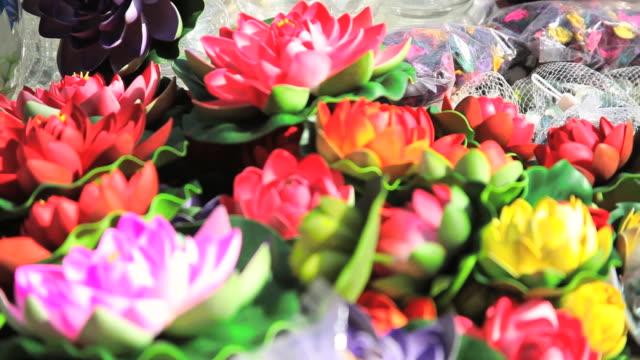 cu r/f artificial flowers at lajpat nagar / delhi, india   - aufblenden stock-videos und b-roll-filmmaterial