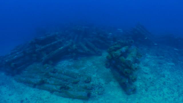 konstgjorda rev av telefonstolpar undervattenskablar - dykarperspektiv bildbanksvideor och videomaterial från bakom kulisserna