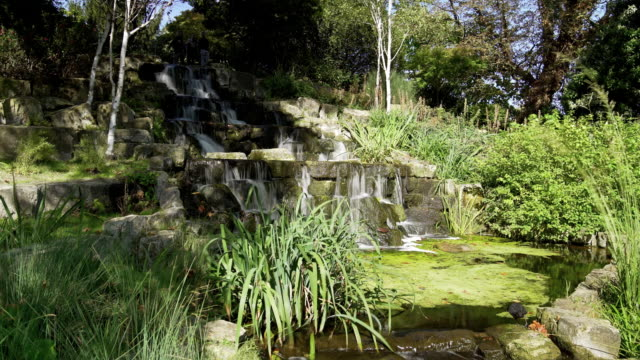 stockvideo's en b-roll-footage met kunstmatige waterval in londen regent's park queen mary's tuin sectie - aangelegd