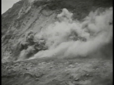 artillery cannons firing automated projectile warheads launching ws smoke on mountainside us soldier throwing grenade hillside explosion us marine... - 武力攻撃点の映像素材/bロール