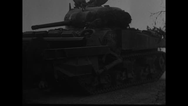 vidéos et rushes de vs artillery cannons firing in field / ms british prime minister winston churchill deplanes and salutes allied army commander dwight eisenhower... - armée allemande