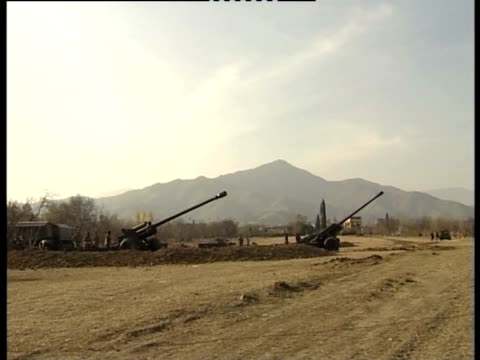 artillery in the swat valley. - valle video stock e b–roll