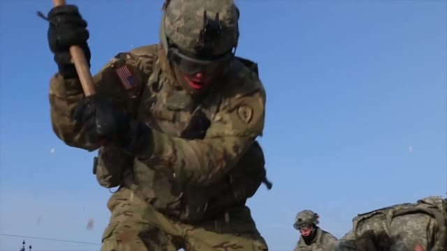 artillerymen with 1st stryker brigade combat team, 25th infantry division's 2nd battalion, 8th field artillery regiment conduct sling load with ch-47... - howitzer stock videos & royalty-free footage
