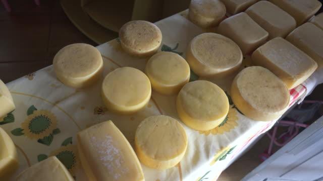 vídeos y material grabado en eventos de stock de artisan cheese - artesanal