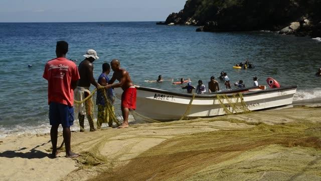 vidéos et rushes de artisanal fishermen. - tourisme vert