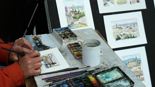 cu artist at work with watercolor paints, piazzale michelangelo, florence, tuscany, italy - michelangelo artist点の映像素材/bロール