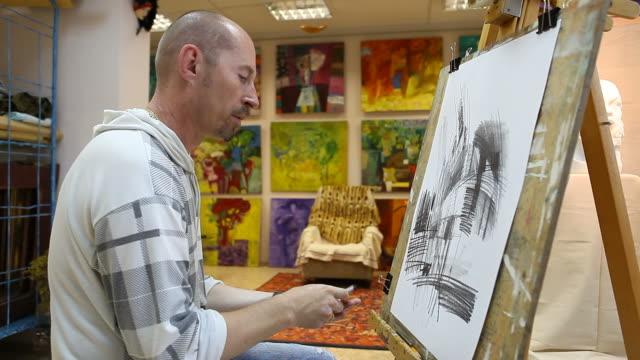 Künstler Zeichnung im studio (HD)