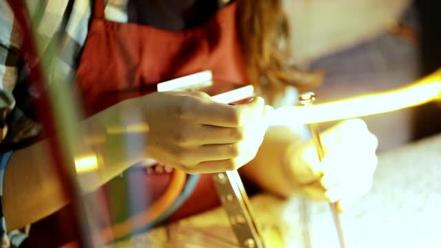 vídeos de stock e filmes b-roll de artist handmade glass melting, ornament jewelry making - trabalho manual