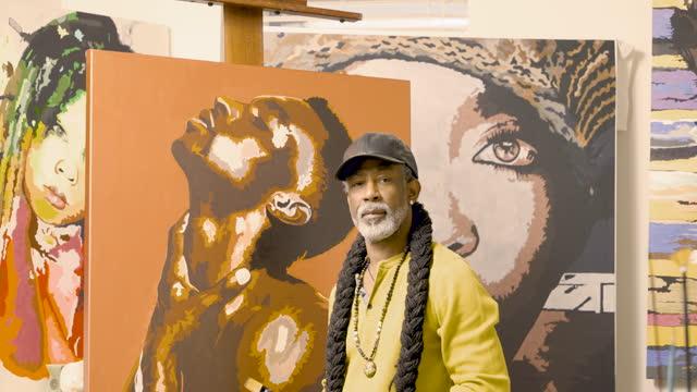 artist in his studio - painter artist stock videos & royalty-free footage