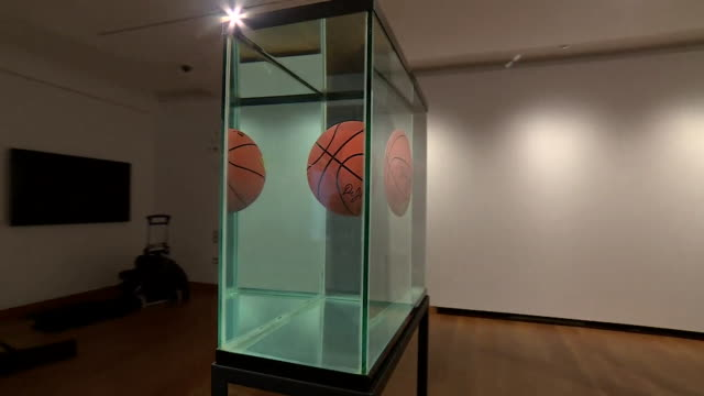 artist jeff koons surrealist work on display at ashmolean museum in oxford - art and craft stock videos & royalty-free footage