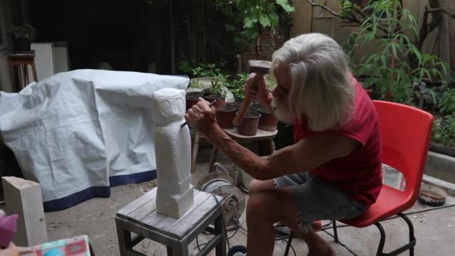artist man sculpturing an artwork - mallet hand tool stock videos and b-roll footage