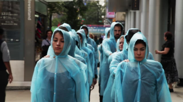 stockvideo's en b-roll-footage met artist mookie tenembaum leads a silent march across the city against the iranian regime on the day that iranian president rouhani addresses the un... - achterstevoren