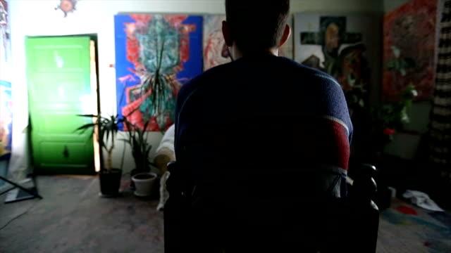 vidéos et rushes de artiste, son travail d'observation - toile à peindre