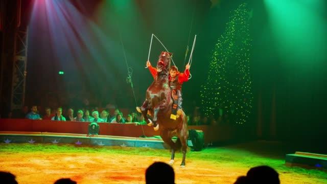 artist yuri volodchenkov performs at the 26 weltweihnachtscircus on december 06 2018 in stuttgart germany - akrobat stock-videos und b-roll-filmmaterial