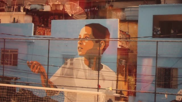artistic duo haas & hahn describe their experiences painting the favelas in brazil and how, working in some of the most impoverished areas in south... - fattigkvarter bildbanksvideor och videomaterial från bakom kulisserna