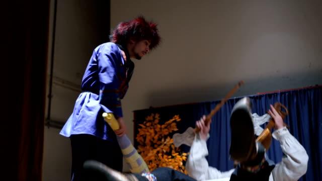 künstler auf der theaterbühne - komiker stock-videos und b-roll-filmmaterial