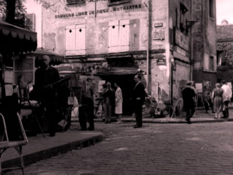 artists paint on the corner of place du tertre montmartre 1950's - artist stock videos & royalty-free footage