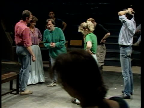 vidéos et rushes de stoke theatre england stoke on trent round stage as actors during rehearsal peter cheeseman watching interview peter cheeseman director sof speaks... - répétition de spectacle