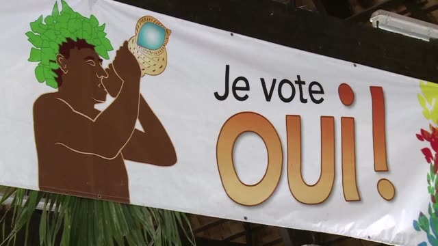 vídeos y material grabado en eventos de stock de as a referendum vote nears the independence movement of french territory new caledonia holds a last rally on the outskirts of the capital noumea - territorios franceses de ultramar