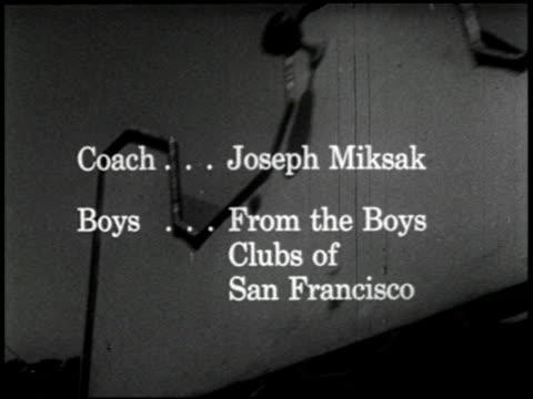 as boys grow - 1 of 16 - この撮影のクリップをもっと見る 2318点の映像素材/bロール