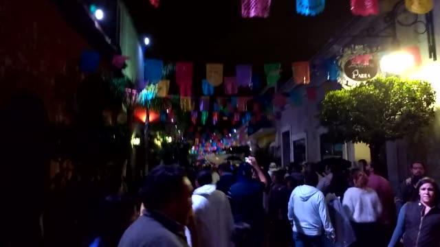 así celebramos el día de muertos en mexico - día stock videos & royalty-free footage