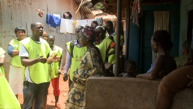 stockvideo's en b-roll-footage met as efforts to get sierra leone to zero ebola infections continue confidence in treatment centres is growing but the need to educate communities about... - geproduceerd segment