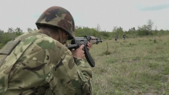 as hungary's coronavirus-hit economy shrinks and unemployment soars, thousands of hungarians seek to join the army, attracted by job stability and a... - ungarische kultur stock-videos und b-roll-filmmaterial