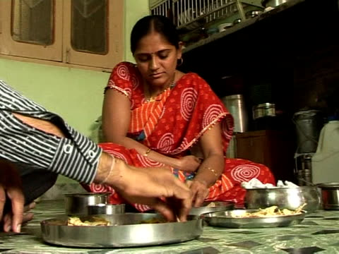 vídeos de stock e filmes b-roll de as india continues to fight the scourge of hiv/ aids, a unique matchmaking service is providing hope to millions of people who are already infected.... - retrovírus