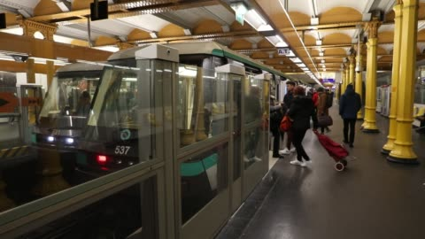 vidéos et rushes de as many ratp employees are on strike, only the automated lines remain open all day long, while only a few others are accessible during peak hours.... - grève