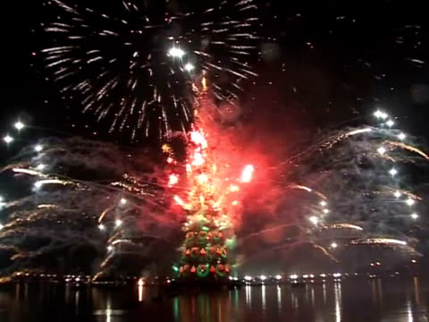 as merrymakers settle into lastminute holiday shopping and travelling afptv offers a sampling of christmas and new year decorations and lights from... - 2009 stock videos & royalty-free footage