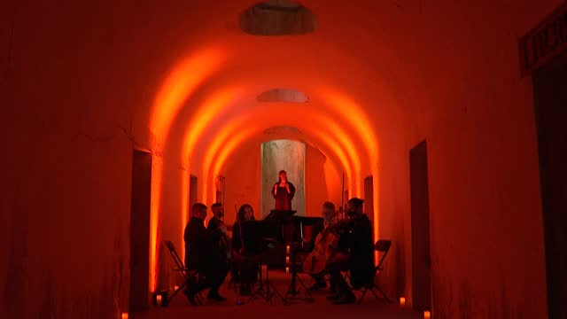 NY: Music in the catacombs: the New York Philarmonic performs in cemetery