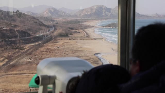 as north and south korea showcase rare olympic driven rapprochement south koreans are experiencing a sudden thaw in ties with their nuclear armed... - norden stock-videos und b-roll-filmmaterial