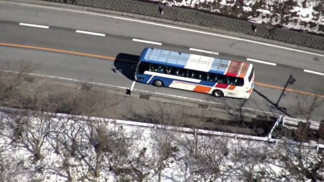 stockvideo's en b-roll-footage met as part of the investigation into the traffic accident in karuizawa, nagano, involving a bus that fell off killing 15 ski tourists, nagano... - dubbeldekker bus