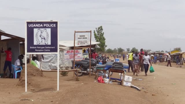 vídeos y material grabado en eventos de stock de as refugees flood over the border from the civil war in neighbouring south sudan uganda's generous refugee policy is being put to the test - generosidad
