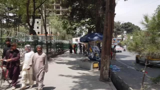 vídeos y material grabado en eventos de stock de as taliban took control of the capital kabul, the daily life in afghanistan is almost back to normal. the taliban entered kabul on sunday and took... - kabul