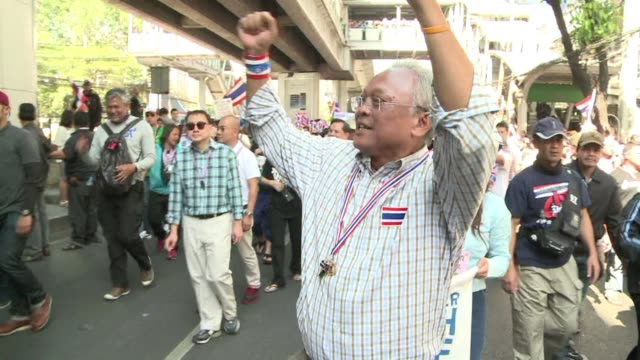 stockvideo's en b-roll-footage met as the de facto leader of the antigovernment demonstrations across the thai capital suthep thaugsuban is adored by his fellow protesters but his... - criticus